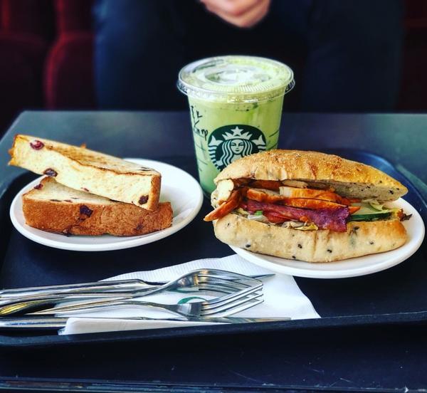 星巴克除了飲品之外,早餐也很好吃😋雖然單價比較高,可是偶爾去吃真的很不錯🙌 有沒有推薦什麼是星巴