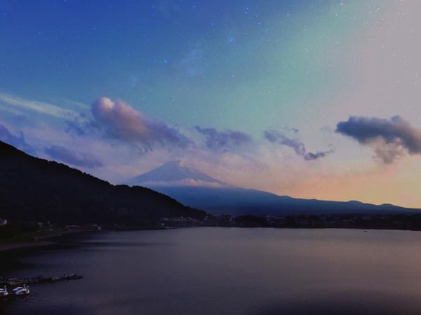 日本・河口湖・富士山 ・人們為星星迷失方向 ・星星為人們指引迷惘 ・ ・ ・ ・ ・ #instaj