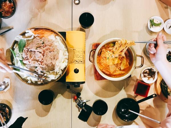 辣到吐血🤮🤮🤮 韓式炸雞🍗超推,小菜吃到飽超吸引人,不加辣還是辣到不行,韓式料理的特色👅�