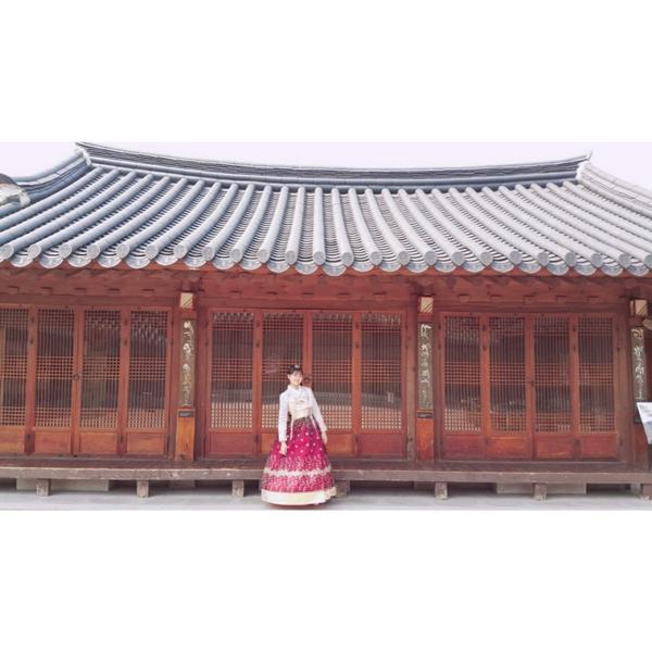 {韓國.首爾} #北村韓屋村 好喜歡這種帶雪感❄的濾鏡.♥  來到北村,建議大家先到北村文化中心裡拿