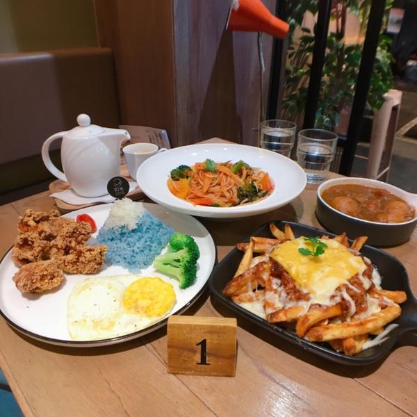#初米咖啡☕️ #中山國中站 半自助式的初米咖啡🥄 座位不限時⌚️有免費WIFI及提供插座🆓 有