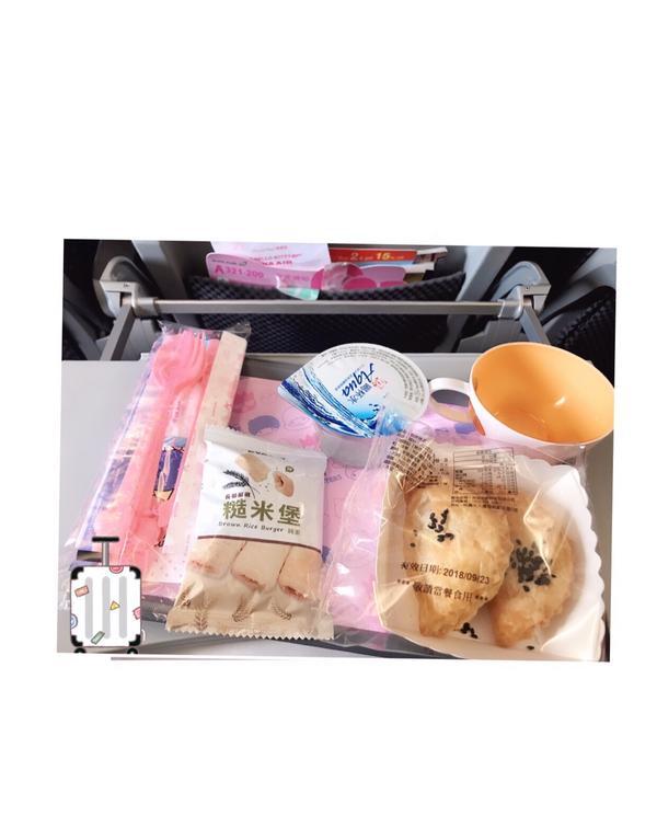 飛機餐~~ 普普通通啦!😃