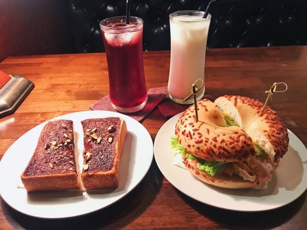 台北 深夜 咖啡廳  Sugar man cafe(師範大學附近)半夜肚子餓還是要吃一下的吧  在附