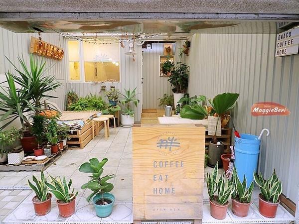 #台北美食 #咖啡廳 月半咖啡二訪,永康街的純白貨櫃屋咖啡 完整圖文👉🏻http://beri.