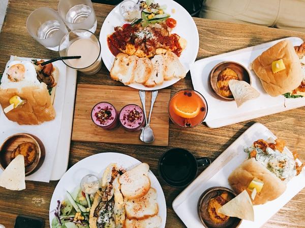 💁🏻食材用料都很用心 是家很有水準的早午餐 店面空間不大 建議可以平日前往 默默的已來訪第三回了