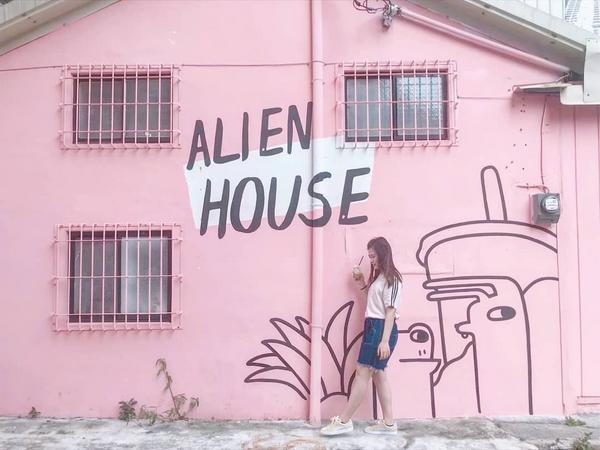 外星人粉粉的牆👽💕 #chen🎈踩點 #高雄 #高雄飲品