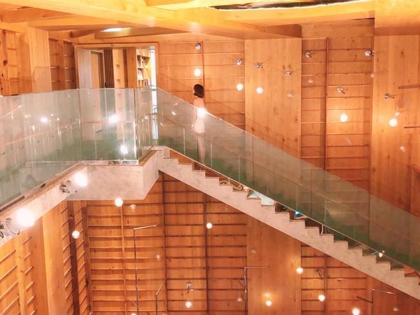 美到不可思議的圖書館❤️ #桃園 #桃園景點 #龍崗圖書館 #穿搭 #男友視角 #打卡景點