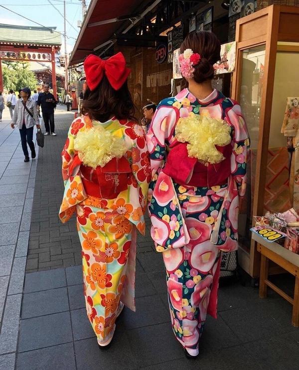 繼前面投稿了四篇和服的照片後 又找到歷年來在日本和服體驗的照片 ❤️❤️❤️ #波妞日本投稿#我穿和