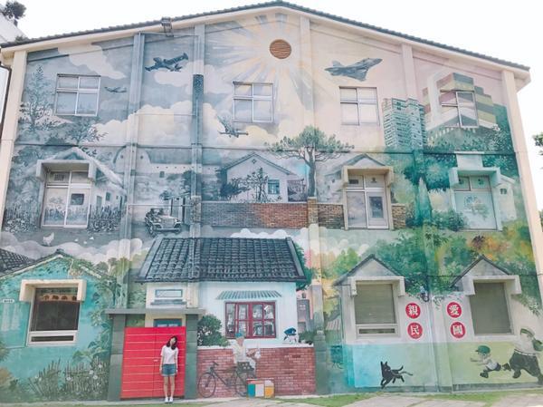 📍新竹 _ 眷村博物館 美美的牆 顯得好迷你 😊  #新竹#新竹景點 #眷村博物館#ㄚ雯玩新竹