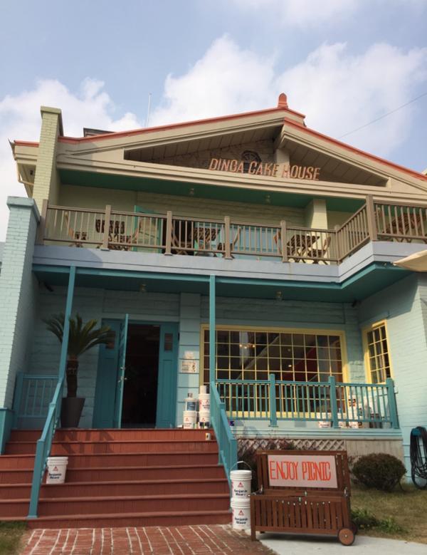 -📍Dinga Cake House  是我最愛的蒂芬妮綠色 彷彿置身在歐美復古房子 連播放的音樂
