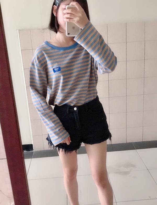 今天更平常的感覺😂 最近真的很適合長袖短褲啊❤️ 不過要來讚一下這件衣服彈性很好 也不會太厚穿起來
