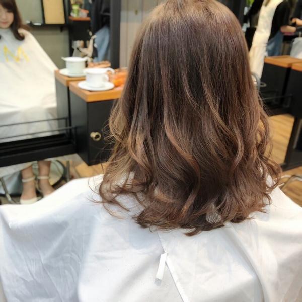 美美 #霧灰感 #霧棕色 搭配鬆鬆微捲 就很迷人❤️ #染髮 #霧感 #霧感髮色 #造型  #韓系髮