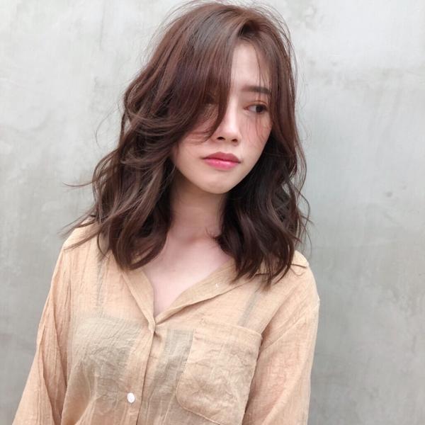美美的Ann 來 剪✂️✂️上 迷人中長髮 搭配鬆感捲度 好美❤️ #剪髮 #韓系髮型 #造型 #鬆