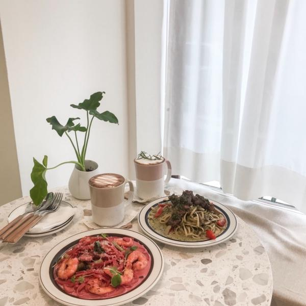 #新開幕 #韓系咖啡廳 #叁食 #試營運  我真的很愛義大利麵😂😂 不管去哪間有什麼 看到義大利