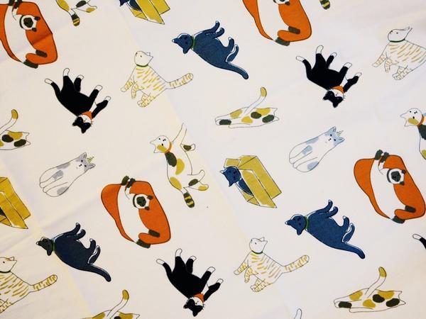 今天在「三樓的日常物」購入了貓圖案的手絹, 45cmx45cm 韓國製,質感超好, 然後回家後用兩條