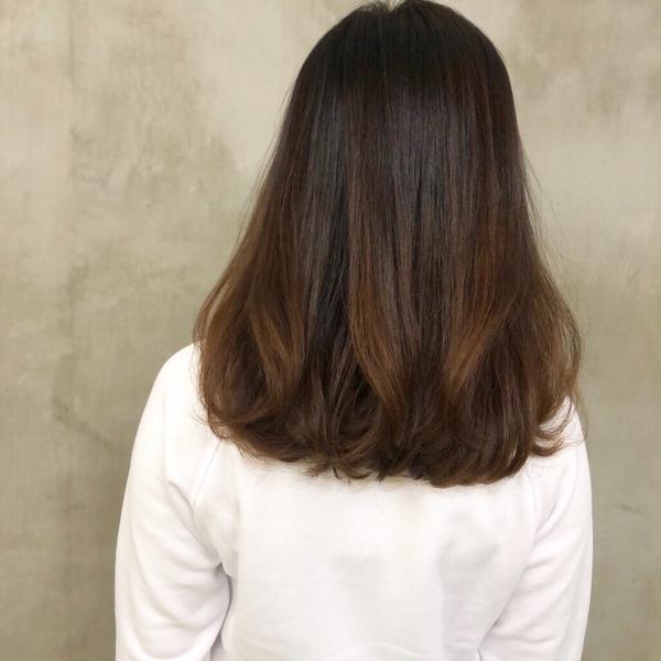 妞兒頭髮細軟扁塌 來燙上 #扁塌救星 #韓式無痕髮根燙 吹乾就很鬆感 讓髮型更加分❤️ #燙髮 #鬆
