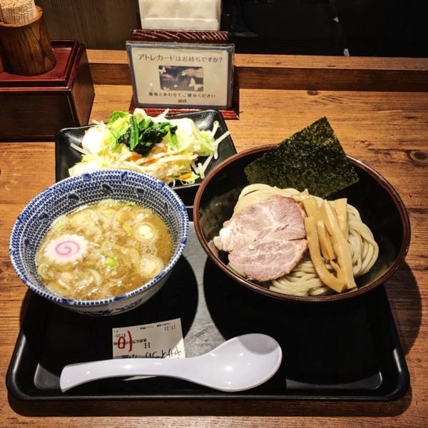 去了這麼多次日本 一直很想吃沾麵但都錯過好的時機點 這次終於吃到了😌 剛好路過沒有太多的人潮,不用
