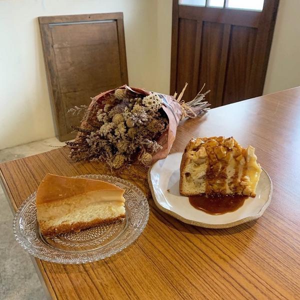 花蓮壽豐咖啡廳-進來吧———進來吧 . 🔸焦糖布丁🍮蛋糕$95 🔸熱熱吃蘋果🍎蛋糕佐白蘭地焦