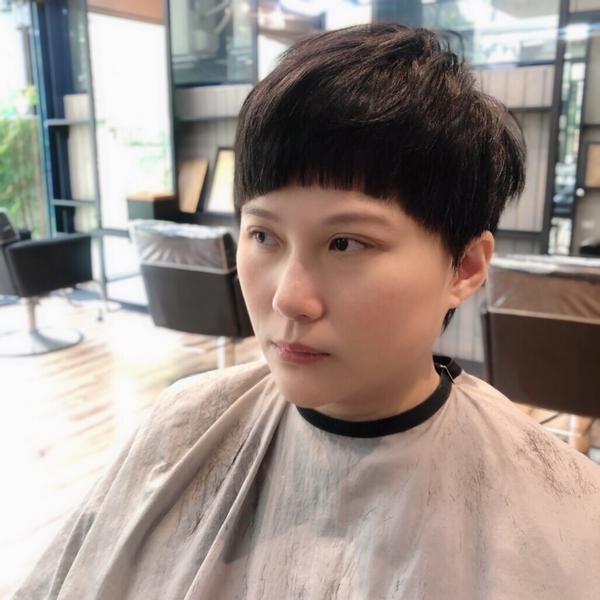 男孩風短髮也是我的拿手菜✋🏻 剪屬於自己特色✨ #剪髮 #男孩風 #短髮 #俐落感    設計師: