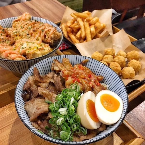 🍽新莊輔大超多口味的平價丼飯💕🍴新食堂 shin syokudu🍴 / ✏️燒烤雞牛雙拼丼
