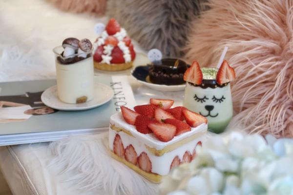 BOKA  我終於終於來民生社區應該沒人不知道的BOKA了!!趕上草莓季就是有浮誇草莓塔跟草莓寶盒(