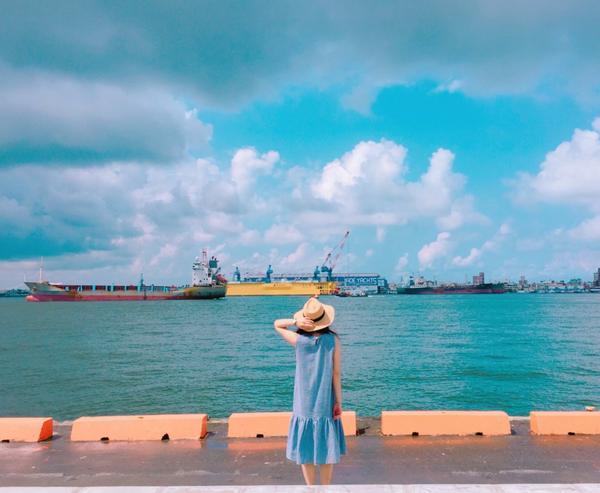 就這樣看著來來往往的船🚢 #阿比去哪兒#高雄景點#棧貳庫#愛拍照#taiwan#kaohsiung