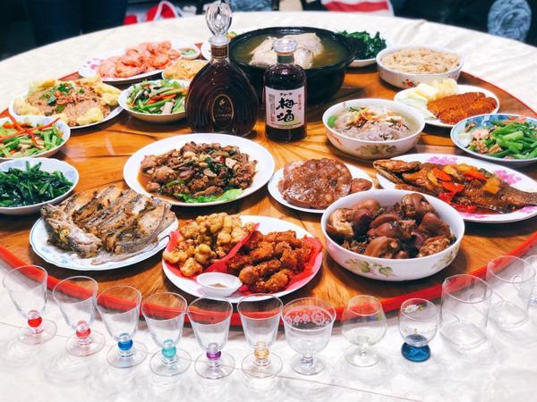 🐷年之年夜飯。新年快樂🧧吃飽飽😋祝大家 新年快樂🤩🐷  #emtwlist#年夜飯#新年快