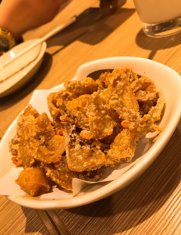 《新宿》やきとりセンター 平價串燒繼鳥貴族後,第二個我覺得好吃的串燒店。 新宿那間好吃不膩....