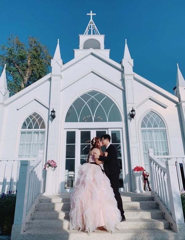 琉璃仙境💒拍婚紗基地文定當天穿著婚紗跟老公拍的,很遺憾婚紗沒有在這裡拍 💒教堂真的好美 😍😍