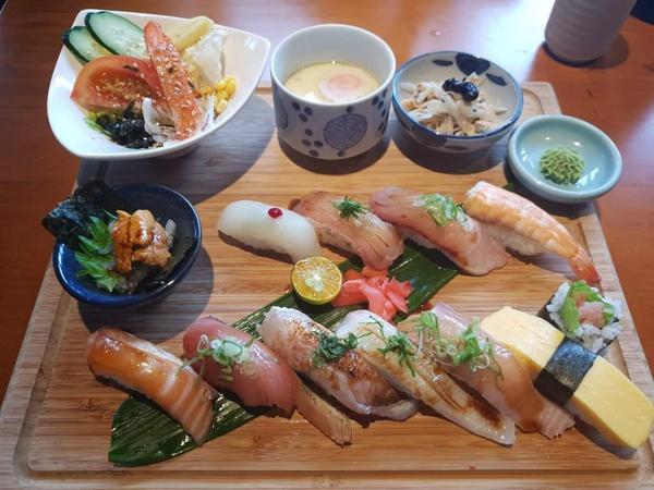 ➡️CP值超高的隱藏版日式壽司🍱 之前爬文看到師傅有國際認證的壽司職人🔱  啊我又是壽司控 碰碰