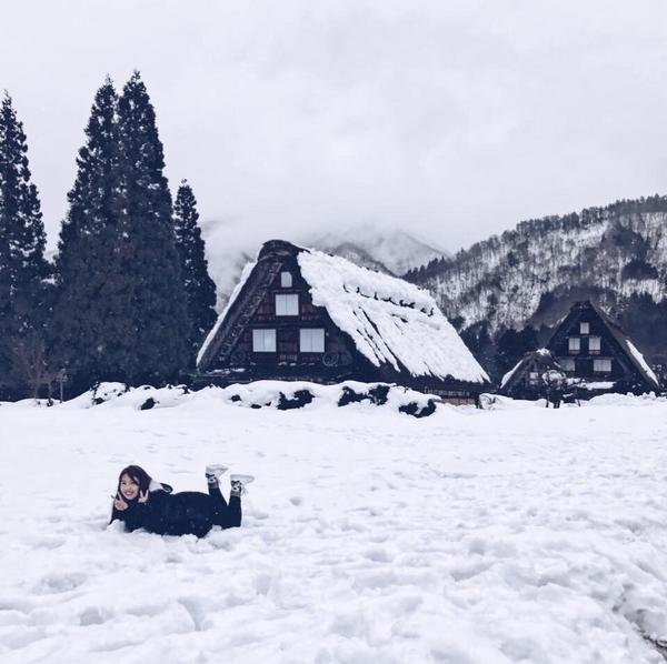 🇯🇵白川鄉合掌村位於日本飛驒地區的合掌村,是日本的三大秘境之一,同時也是世界文化遺產,每到冬天的