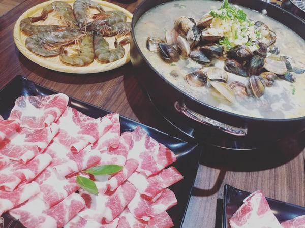 滿滿的蛤蜊每次吃澳門酒爐卜卜蛤, 心裡都覺得滿滿的幸福, 像蛤蜊一樣滿,哈哈