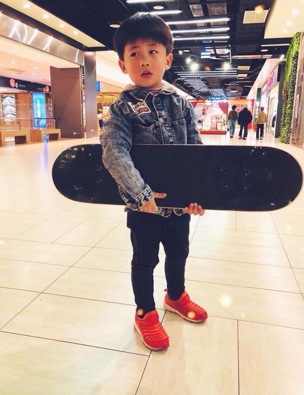 滑板少年skateboard boy 👦🏻期待你的滑板人生 😍