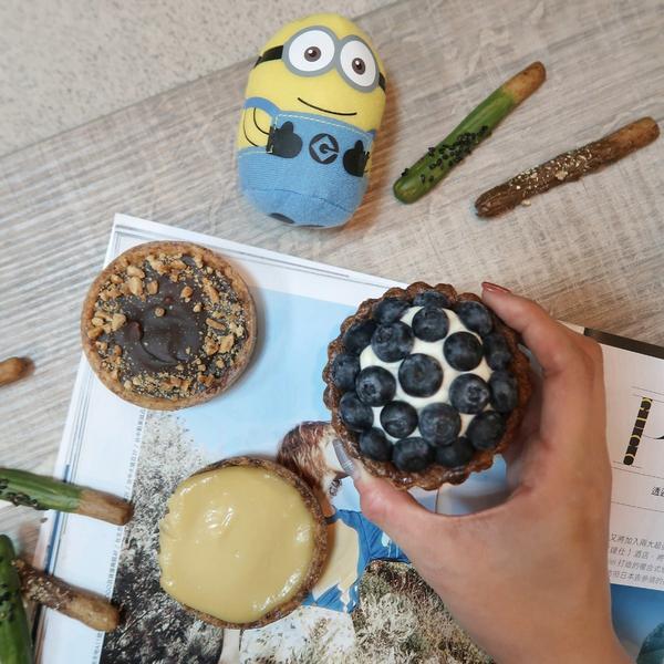 拾六洋菓子  對拾六洋菓子最印象深刻的就是他們的藍莓塔,所以忍不住就宅配回來啦~雖然還在對抗出國增加