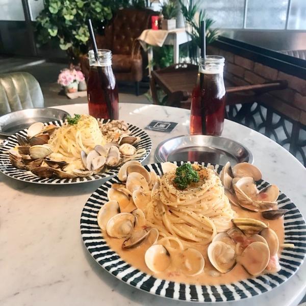 台中   JAI 宅爆炸多的蛤蠣💥 最喜歡醬多的義大利麵了