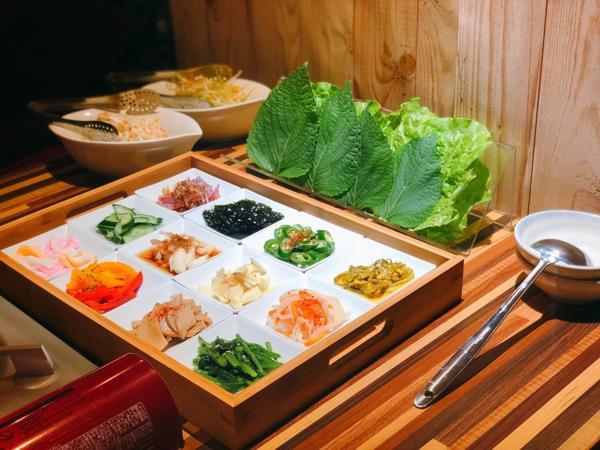 台北中山區-燒肉 生菜包肉綾AYA / 烤肉跟生菜百搭無誤💕上周看到朋友打卡這間,立馬預訂了位子。