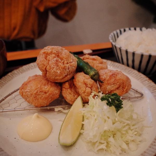 【台中精誠商圈】小野食堂超級好吃的日式定食,大推唐揚雞真的很讚,氣氛又很好,店家不定休喔,去之前可先