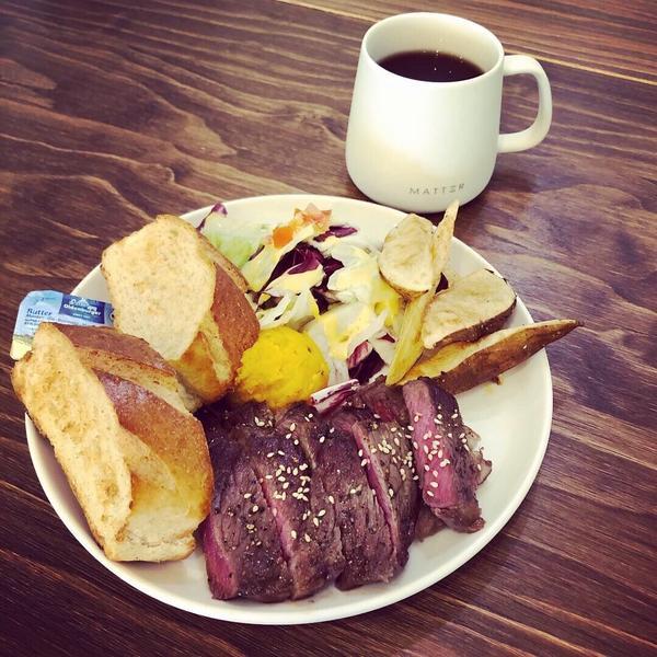 #mattercafe  #香煎翼板牛排  #醺鮭魚歐姆蛋捲 #甜甜的熱紅茶 #與姐姐的早餐約會 #