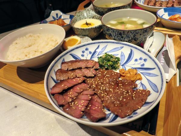 #板橋美食 #牛舌專賣店 👉全台北第一家牛舌飯每一片牛舌都是手工切肉,還能依照自己喜歡的口感選擇部