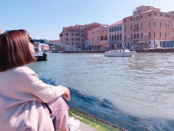 📍義大利-水都威尼斯一生必訪的美麗水上小島 搭乘水上巴士穿梭各個小島 不同小島不同樣貌 住島上搬行