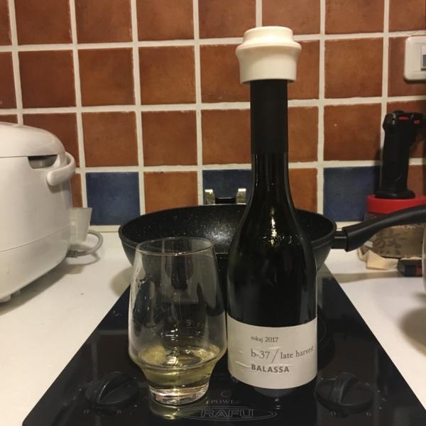 美酒-Tokaj 甜點酒女孩們的好夥伴,吃完晚餐來一杯,浪漫又能紓壓!