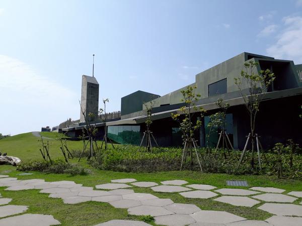 宜蘭壯圍旅遊服務中心好天氣走走晃晃 中心裡面有免費的展覽參觀 喜歡藝術的朋友可以去走走看看 建築也很
