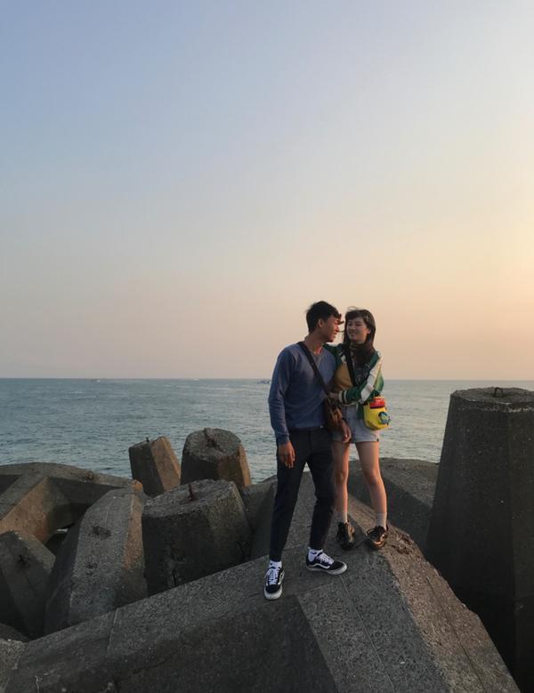 東港(⁎⁍̴̛ᴗ⁍̴̛⁎)前幾個禮拜剛跟麥寶貝兩年 然後就直接從高雄騎車去東港看夕陽~ 拍出來超級美