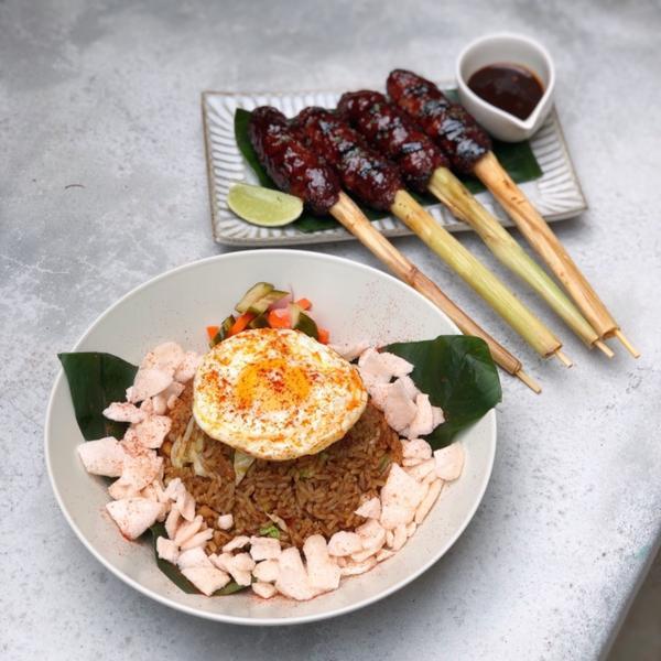 峇里島知名的醬燒豬肋排餐廳 2018年來到台灣展店 將印尼特色風味融入台灣本地食材 店名👉🏼刁廚