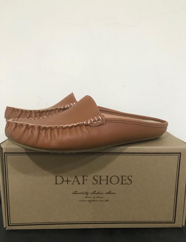 好物分享❤️豆豆穆勒鞋最近喜歡上D+AF的鞋子 因為有拇指外翻、腳又大(平常穿40號) 所以好多覺得