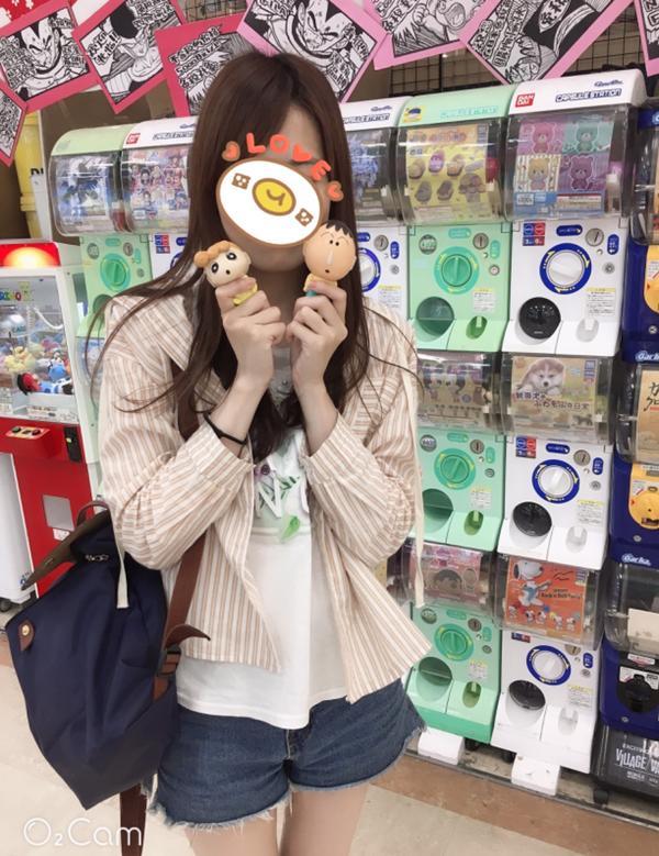 蠟筆小新🖍️扭蛋在沖繩某商場內的超值扭蛋 頭的本身就是外殼  後悔沒轉到清台🤣