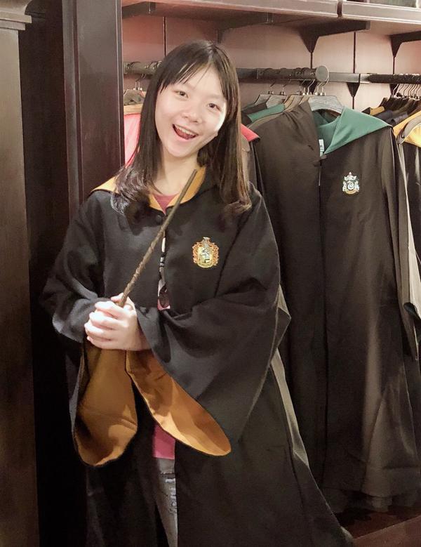 大阪環球影城-哈利波特哈利波特迷必訪 🌟 很多周邊讓你花 不然像我一樣去裝個學院風也很好🤣