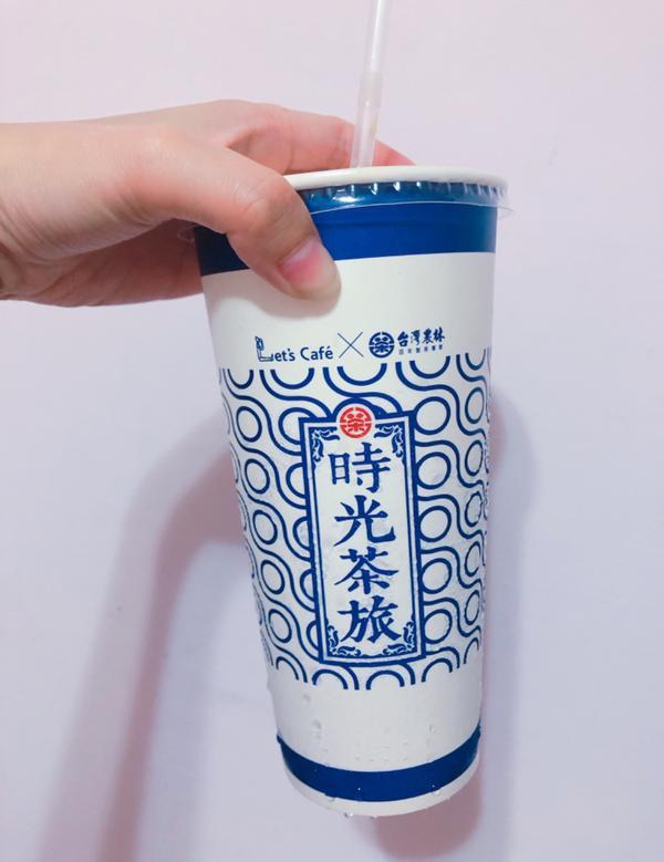 雷雷🚫分享好奇買了全家的仙女奶茶喝,怎麼跟想像的不一樣...覺得不好喝欸!沒味道不知道在喝什麼😭