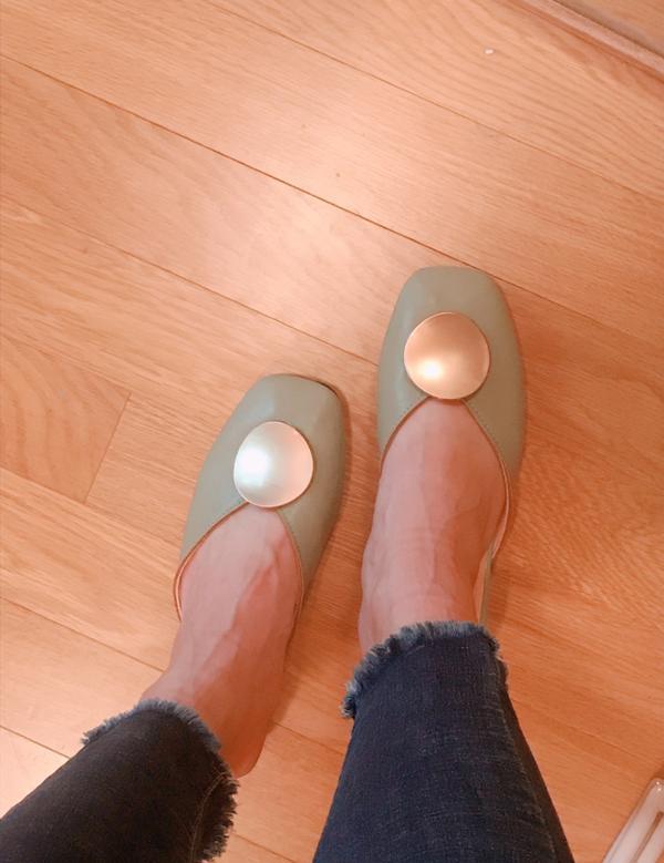 美到不行的淘寶美鞋🥰兩雙都是穆勒鞋 而且 重點來了 都有加軟軟的氣墊 1. htt网红凉拖鞋女夏外