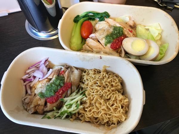 海南雞飯好好吃😋甘榜馳名海南雞飯 炎熱的天氣最適合吃海南雞飯 雞肉很鮮嫩搭配特色五彩醬汁 清爽好吃